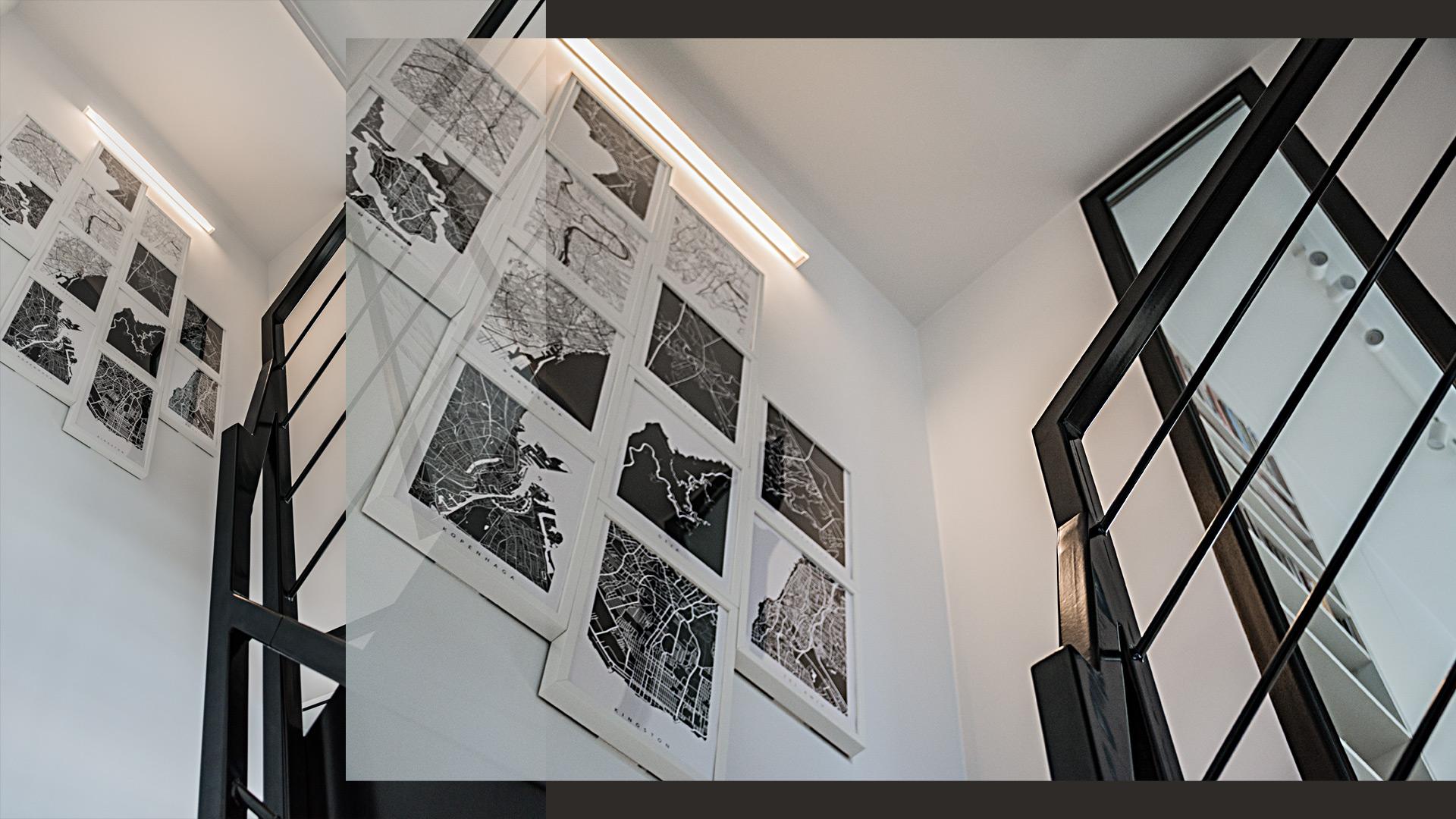 Na środku dobrze doświetlonych schodów, w tzw. spoczniku – znalazła sięekspozycja podróżniczej grafiki.