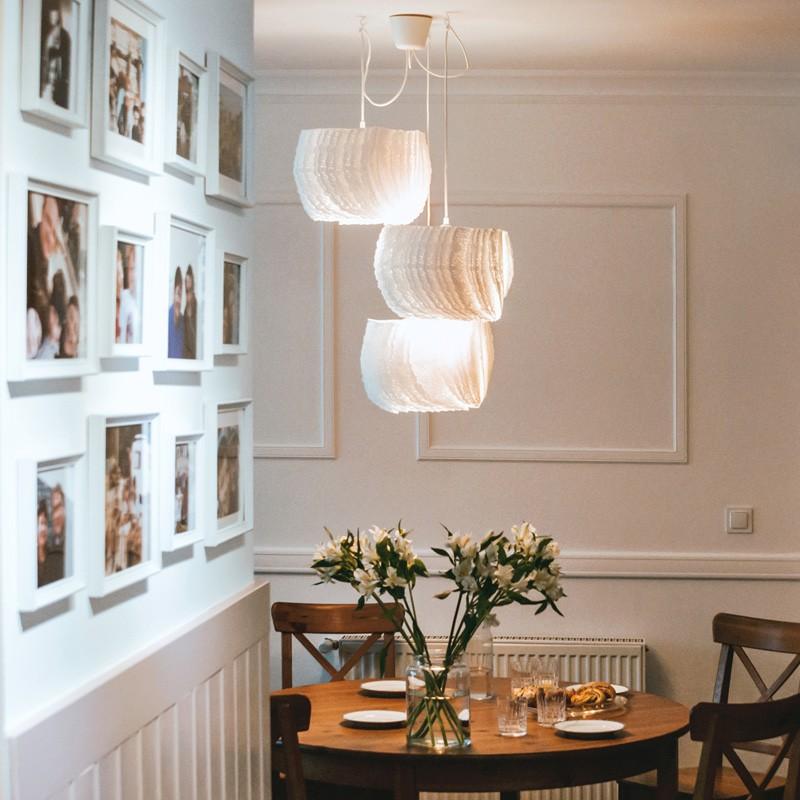 Architekci wnętrz zrealizowali projekt odświeżenia mieszkania dla rodziny z dwójką dzieci, delikatnie stylizowane na styl angielski, ale w ogólnym odbiorze nowoczesne, jasne i przytulne.