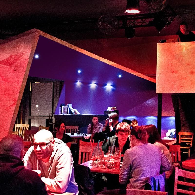 Dzięki architektom wnętrz znana nie tylko w Poznaniu klubokawiarnia muzyczna przeszła całkowitą metamorfozę