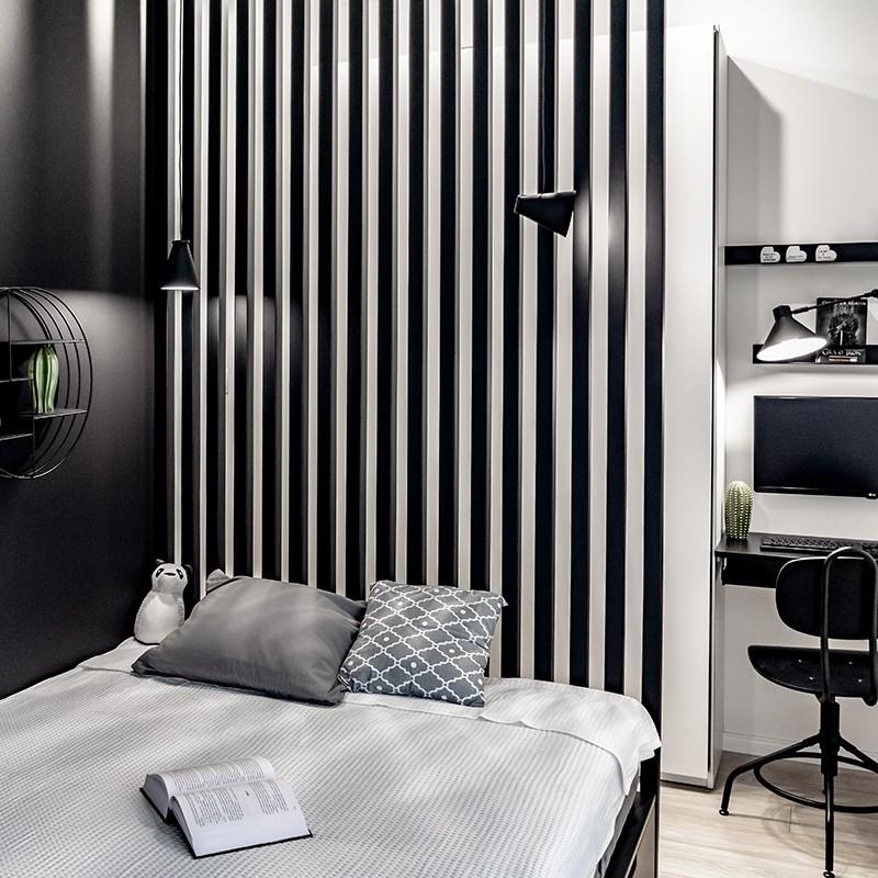 Programistka korzystająca z home office poprosiła nas o projekt wnętrza sypialni marzeń, w której wygospodarujemy przestrzeń do zdalnej pracy. I nie zapomnijmy o pojemnej szafie!