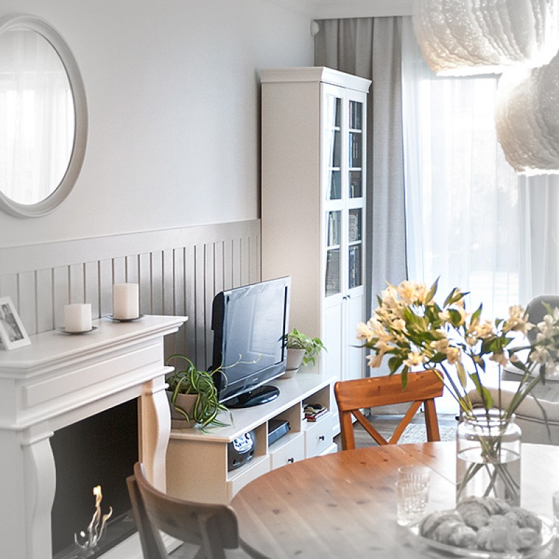 Projekt odświeżenia mieszkania dla rodziny z dwójką dzieci, delikatnie stylizowane na styl angielski, ale w ogólnym odbiorze nowoczesne, jasne i przytulne.